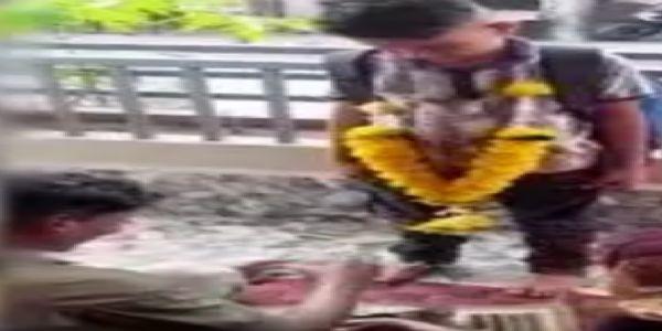 ಮೊದಲ ದಿನ ಶಾಲೆ ಮುಗಿಸಿ ಬಂದ ವಿದ್ಯಾರ್ಥಿಗೆ ಮನೆಯಲ್ಲಿ ಪೂಜೆ